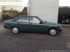 Mercedes-Benz-190-6